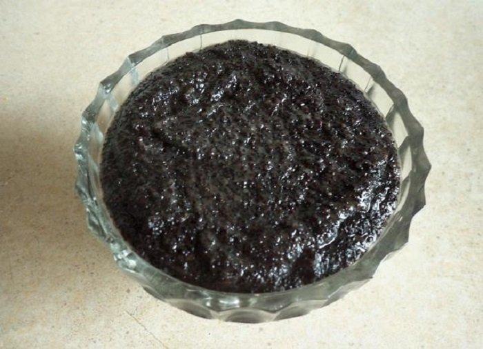 торт з маком родзинками і горіхами