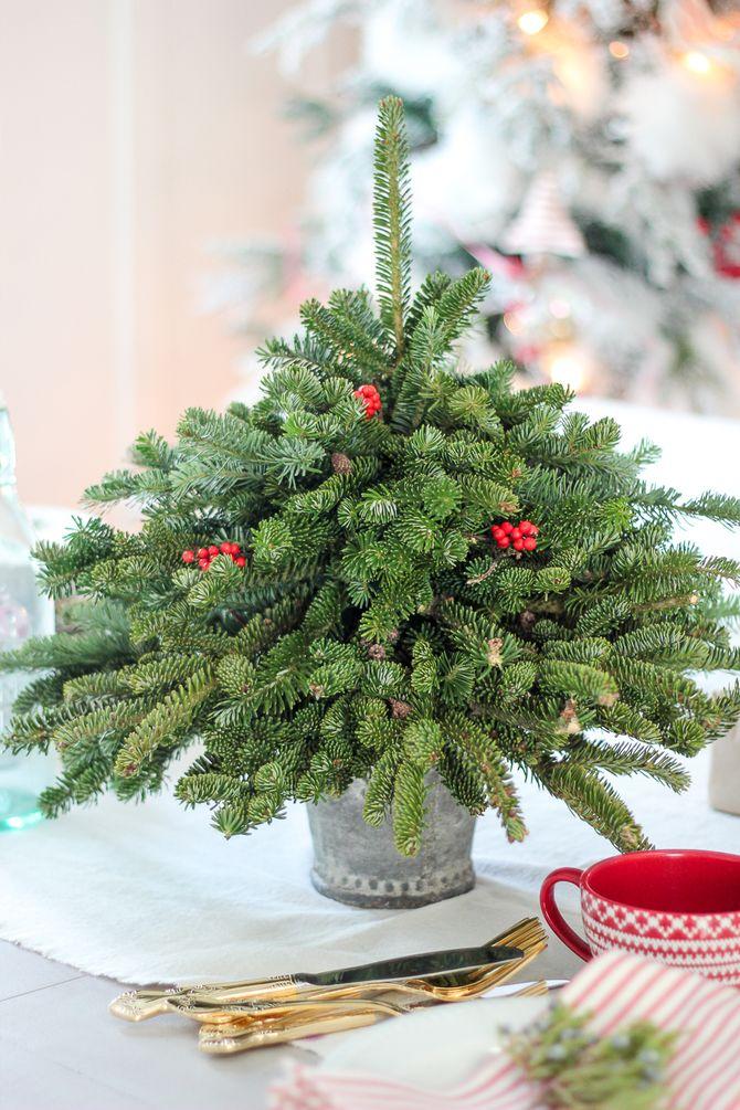 Різдвяний декор: 40 казкових ідей прикрашання маленької ялинки 10