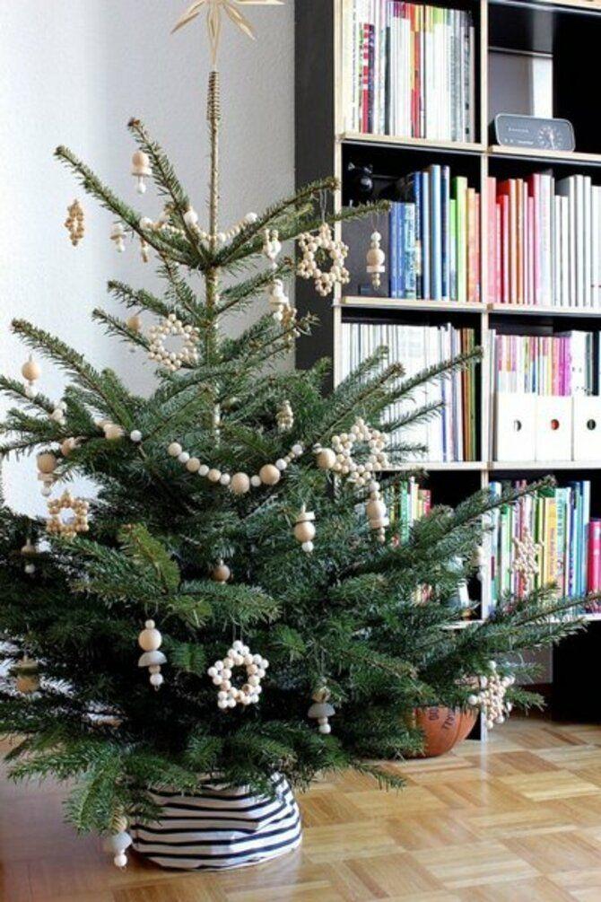 Різдвяний декор: 40 казкових ідей прикрашання маленької ялинки 19