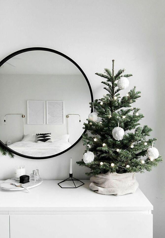 Різдвяний декор: 40 казкових ідей прикрашання маленької ялинки 16