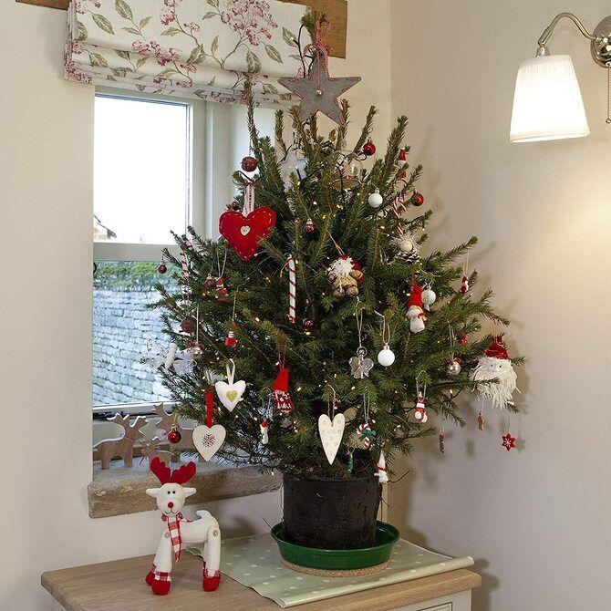 Різдвяний декор: 40 казкових ідей прикрашання маленької ялинки 35