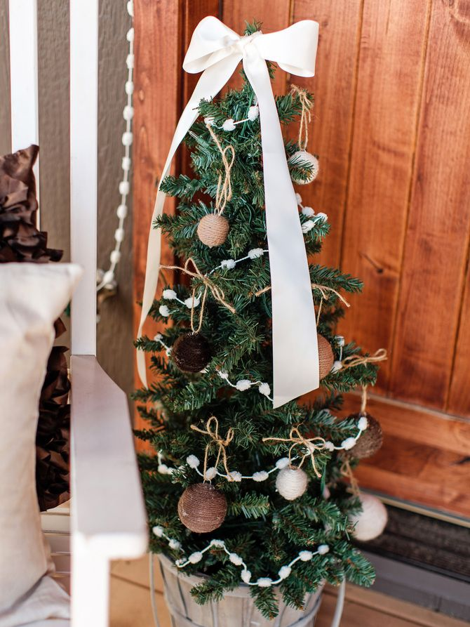 Різдвяний декор: 40 казкових ідей прикрашання маленької ялинки 20
