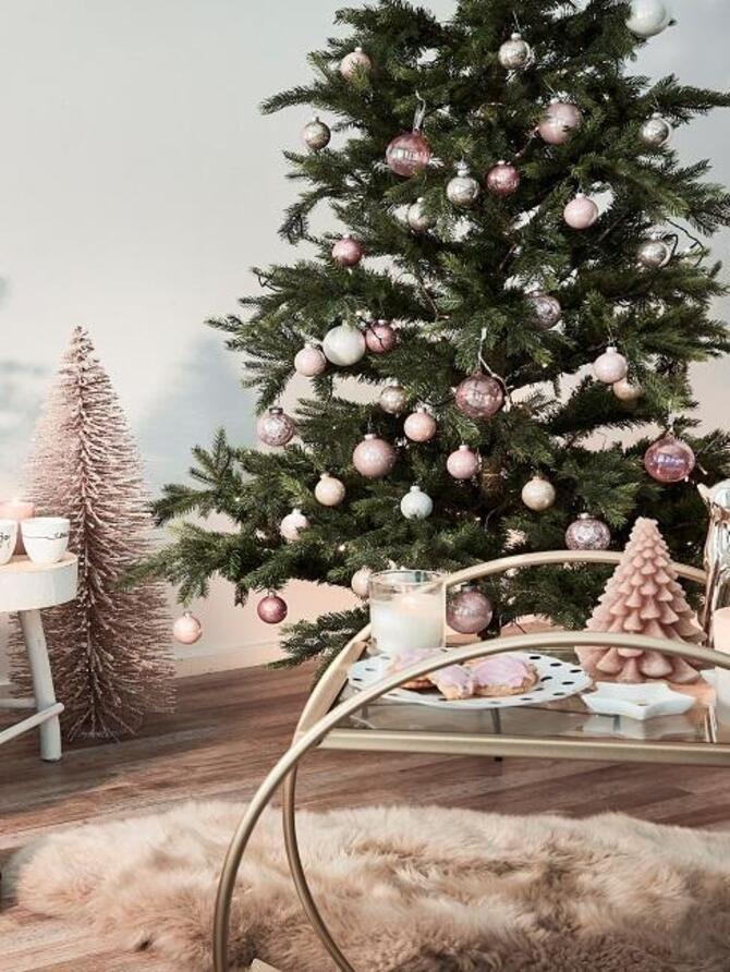 Різдвяний декор: 40 казкових ідей прикрашання маленької ялинки 1