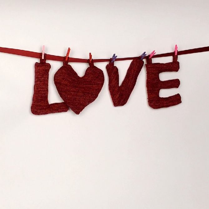 Декоративная подвеска «Love»