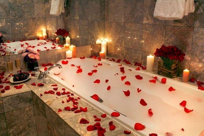 ванна в лепестках роз