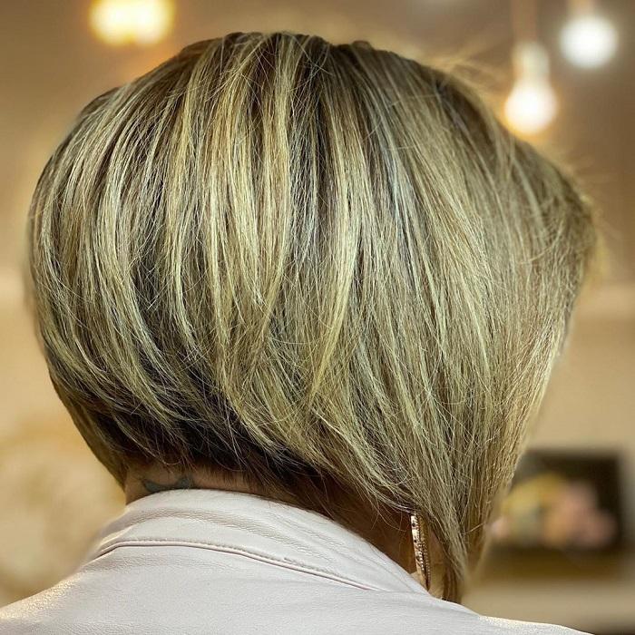 15 популярних різновидів градуйованого каре для жінок 45-50 років