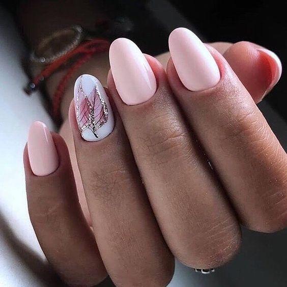 Світлі тони для самого прекрасного манікюру. З будь-якою формою нігтів можна виглядати актуально